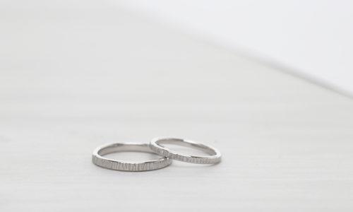 pt900縦荒らし加工を施した結婚指輪