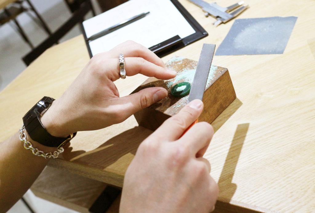 ふたりでワックスから手作りする結婚指輪の制作風景
