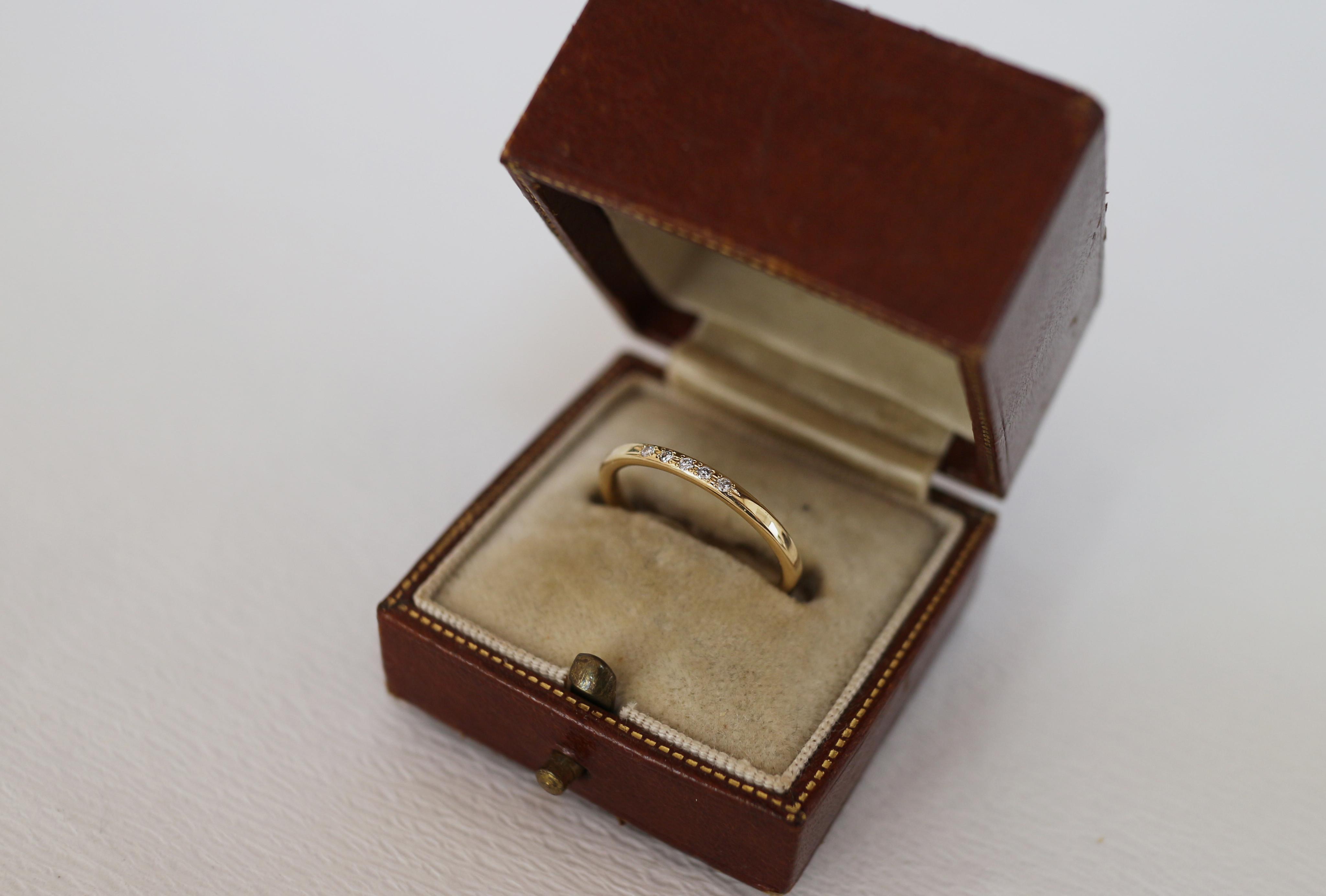 結婚指輪にダイヤモンドを石留め