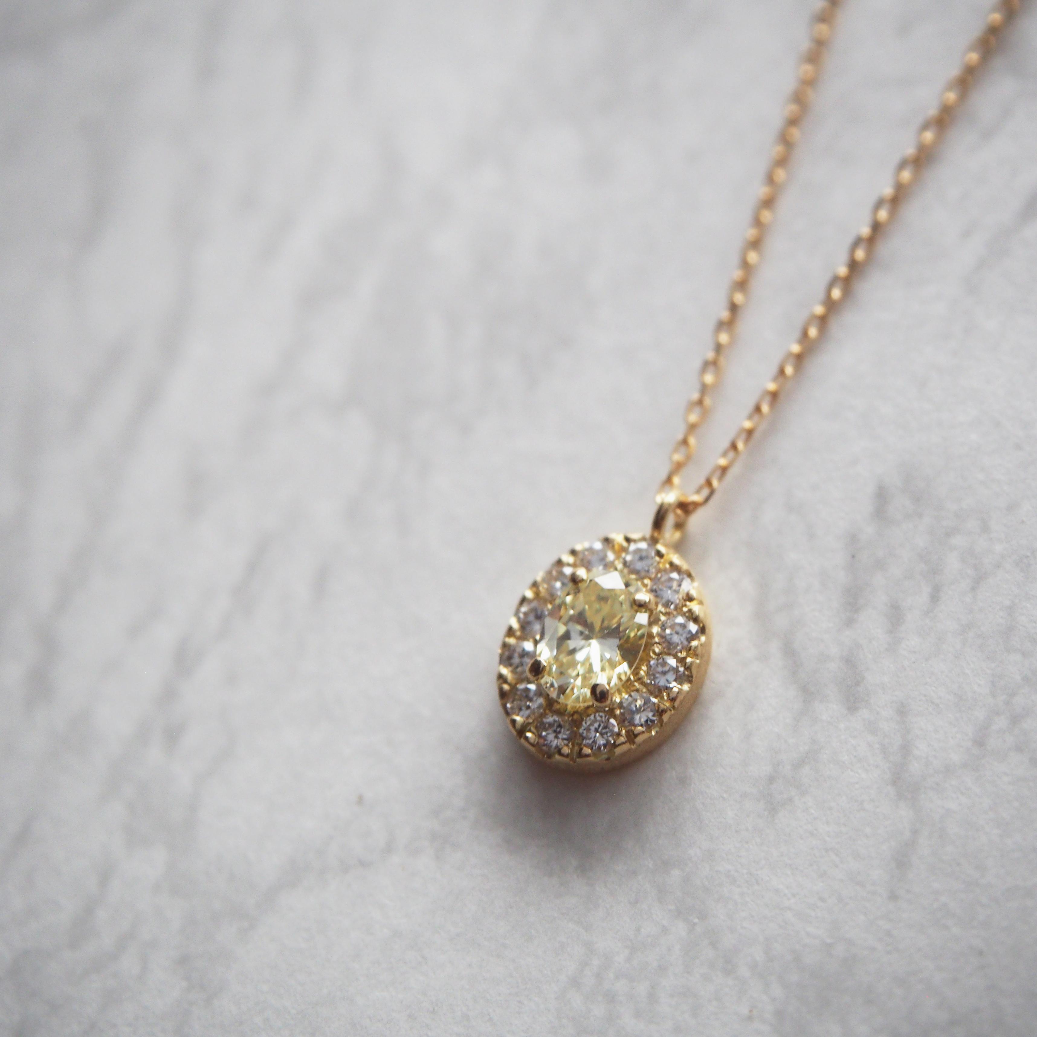 オーバルカットダイヤモンドのペンダント