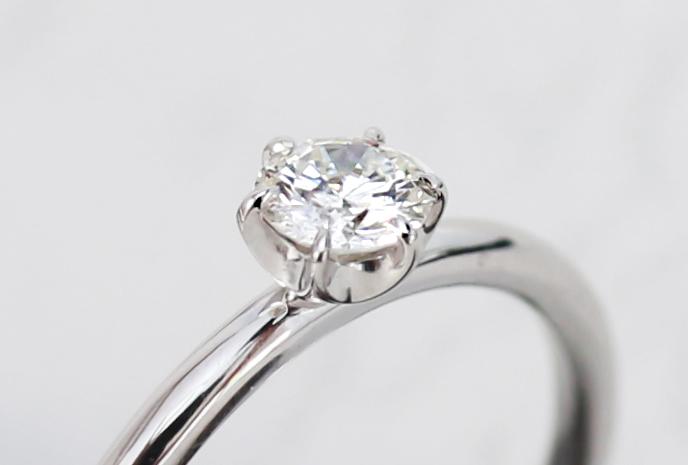6本爪の石枠の婚約指輪