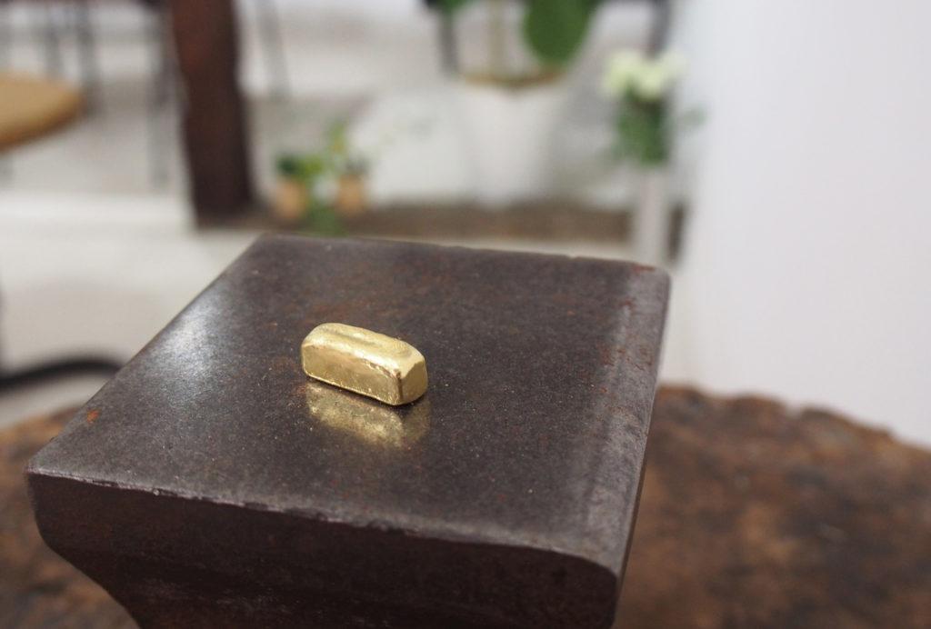 鍛造で作る結婚指輪の材料であるインゴット