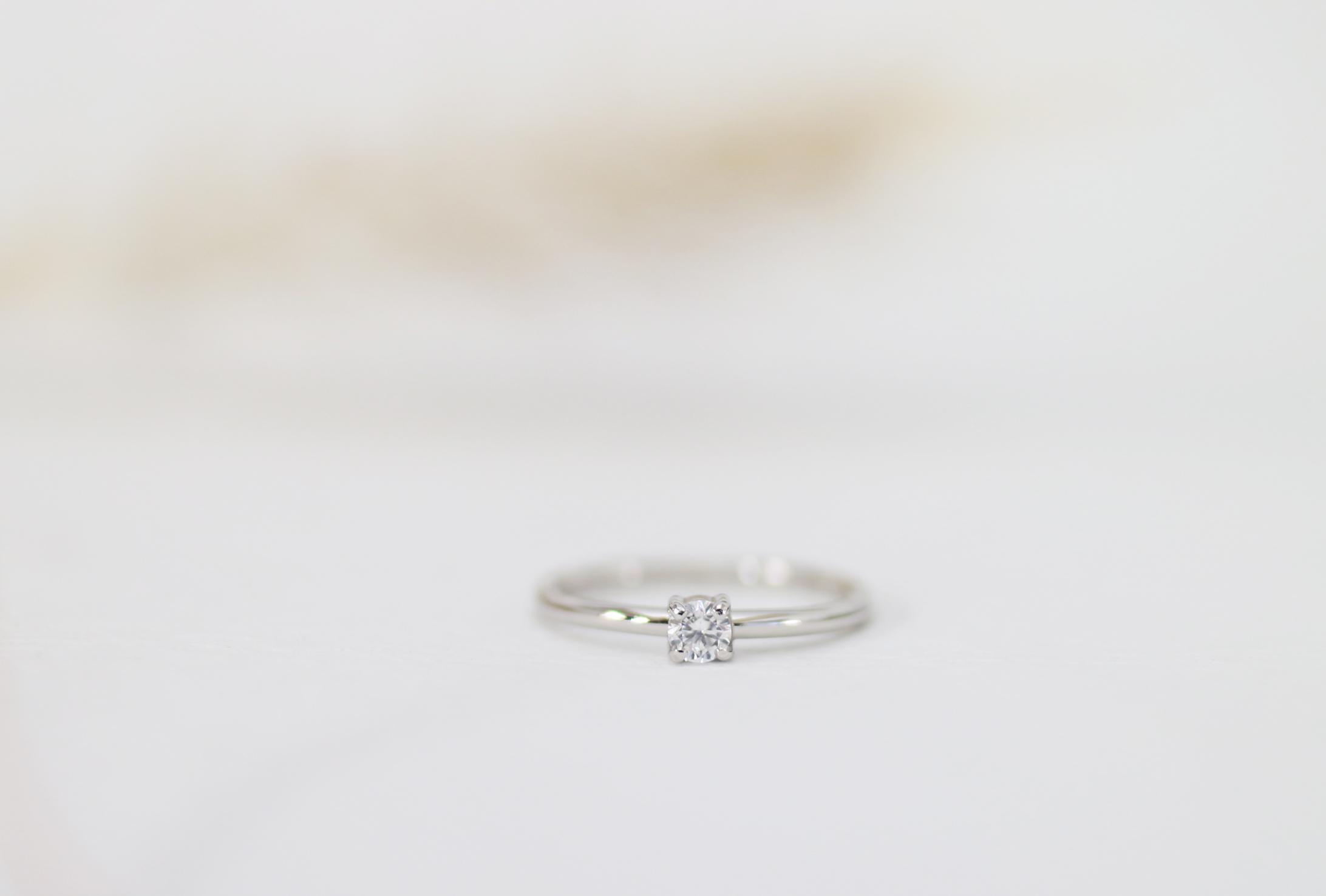 遺骨から作ったダイヤモンドが留まるメモリアルリング