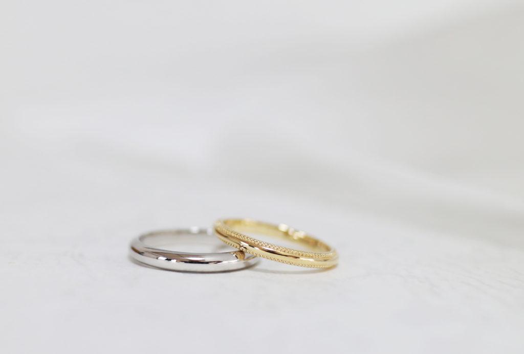 ふたりで手作りしたシンプルな結婚指輪とミル打ちの結婚指輪