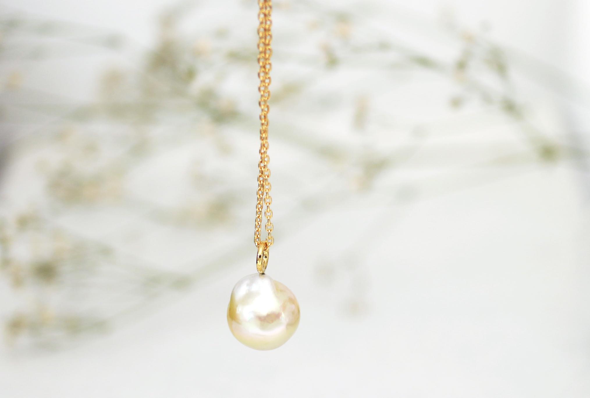 白蝶バロック真珠のペンダント