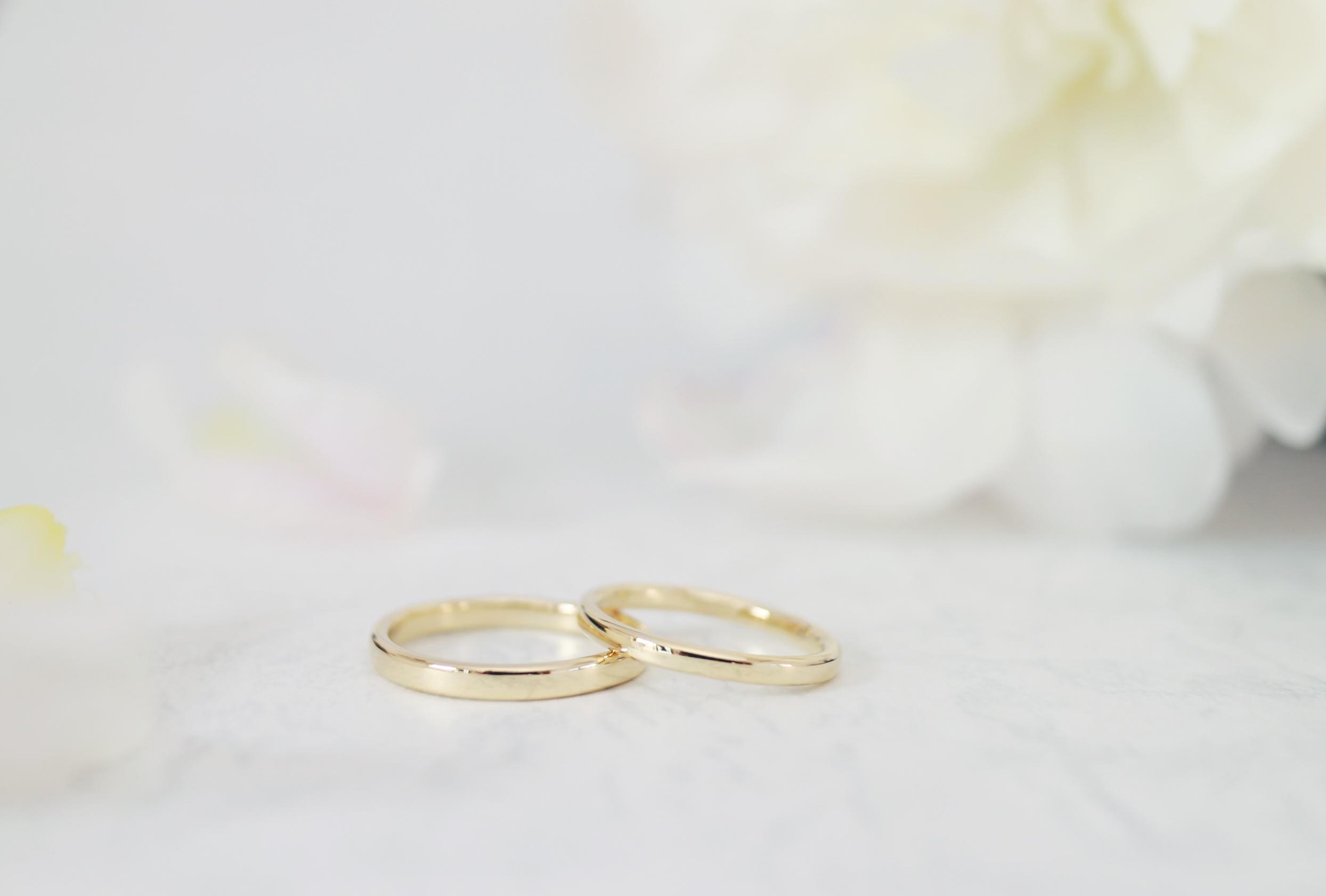 シンプルなゴールドの手作り結婚指輪