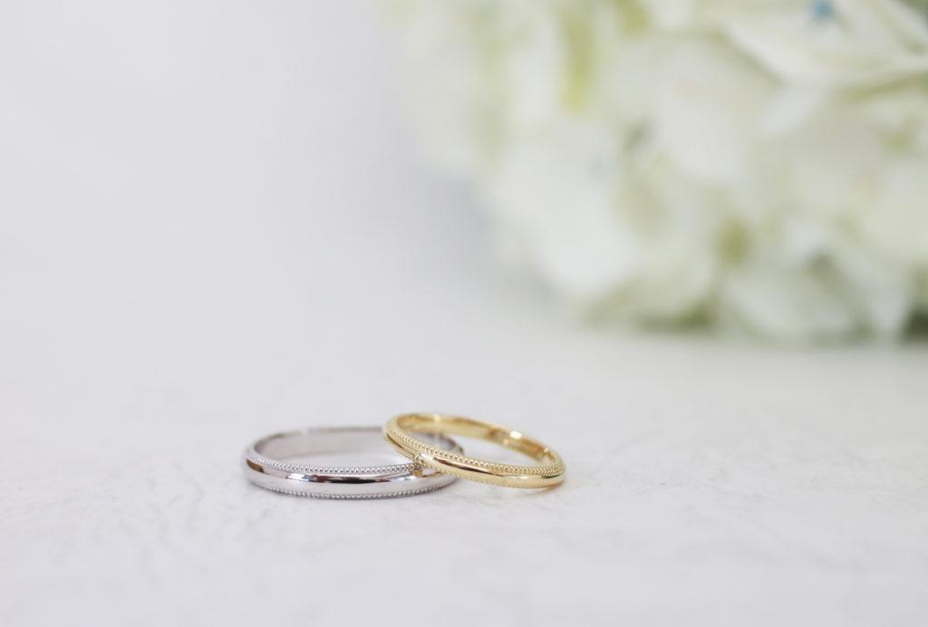 素材違いのミル打ちの結婚指輪