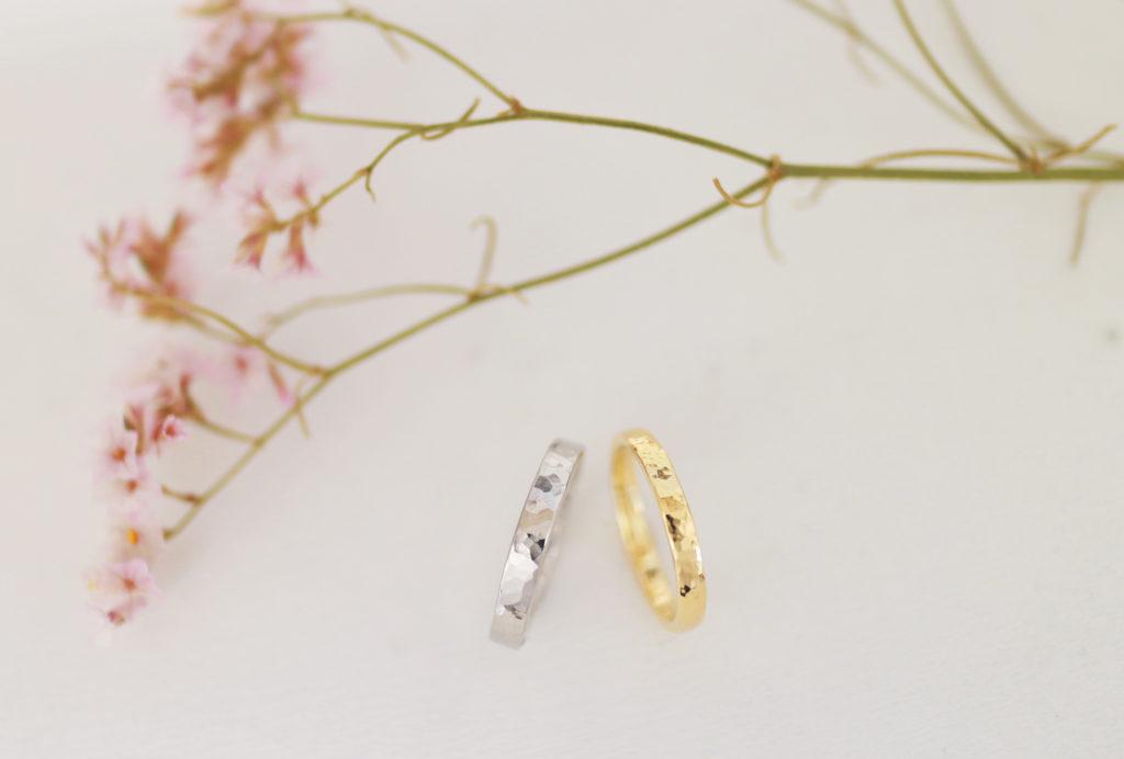 素材違いの鎚目の手作り結婚指輪