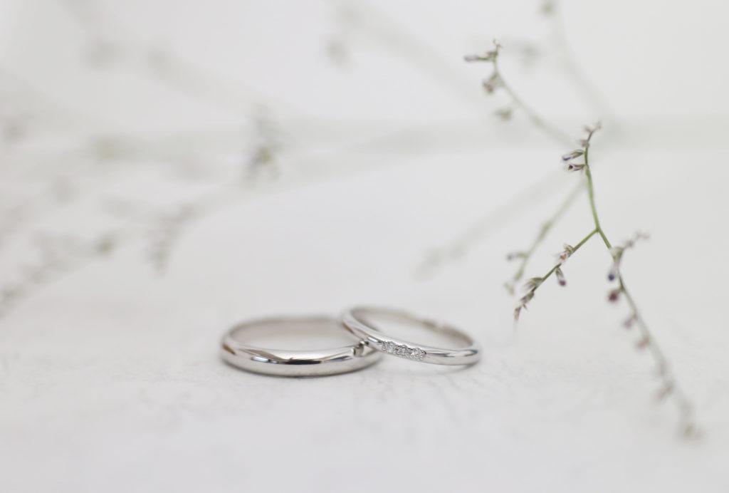 ダイヤモンドを留めた手作り結婚指輪