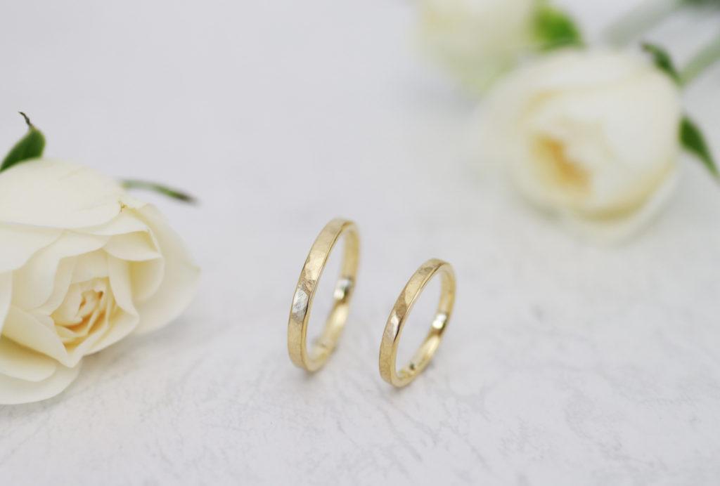 お揃いコーデで手作りした鎚目の手作り結婚指輪