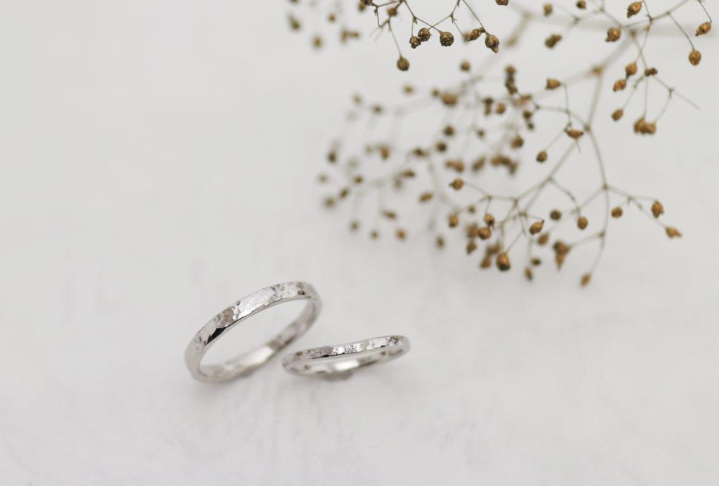 少しV字にカーブした手作り結婚指輪