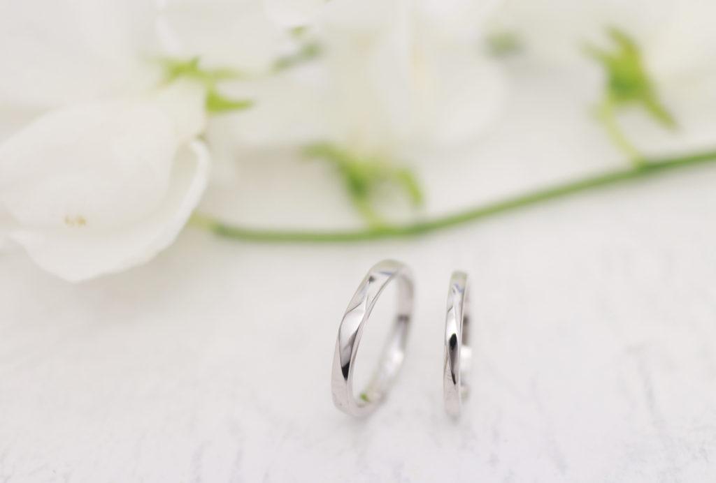 捻りがはいった手作り結婚指輪