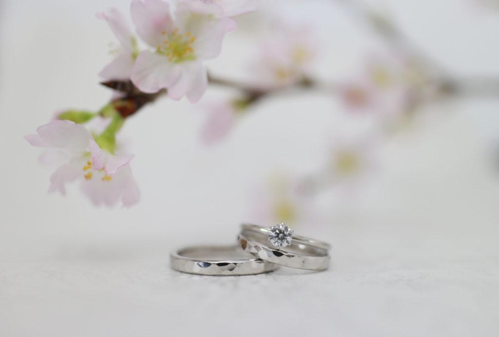 一緒に手作りした結婚指輪と婚約指輪