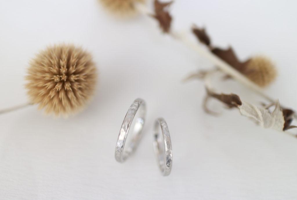 つち目とつや消しを施した手作り結婚指輪