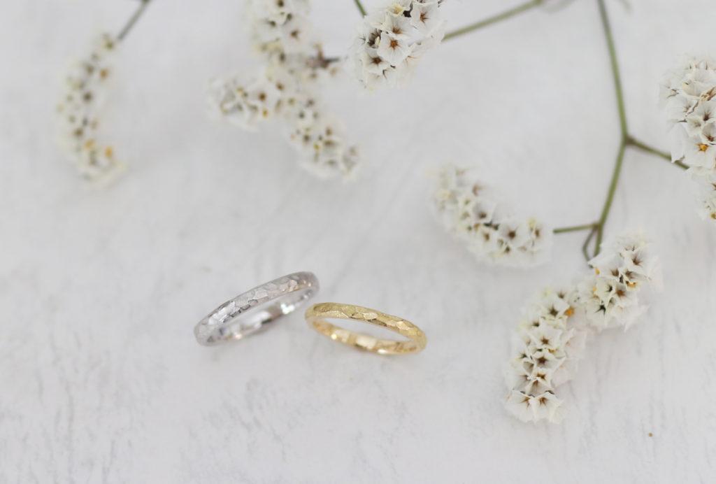 彫刻刀で模様を刻んだ手作り結婚指輪