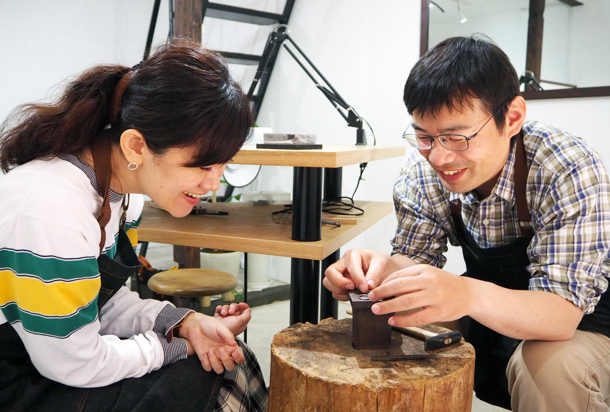 創意工夫しながら結婚指輪を手作り