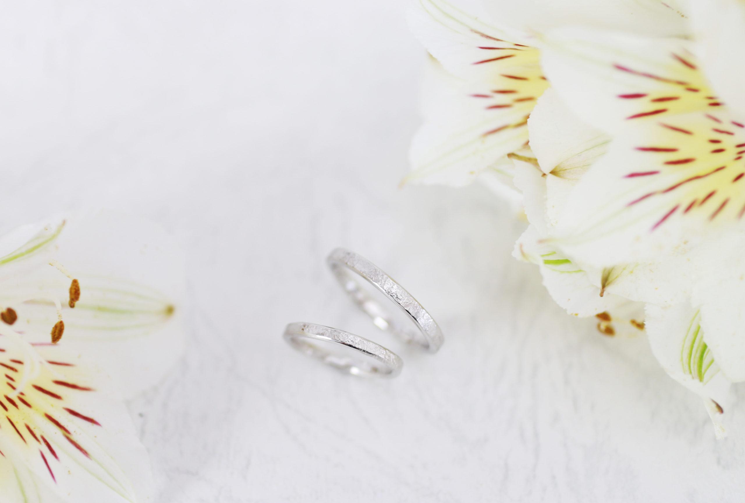 荒らし鎚模様の手作り結婚指輪